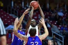 2014 baloncesto del NCAA - el baloncesto de los hombres Imagen de archivo libre de regalías