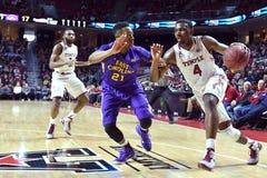 2015 baloncesto del NCAA - el Templo-ECU Imagenes de archivo