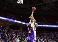 2015 baloncesto del NCAA - el Templo-ECU Imágenes de archivo libres de regalías