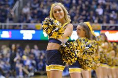2015 baloncesto del NCAA - estado de WVU-Oklahoma Imagen de archivo libre de regalías