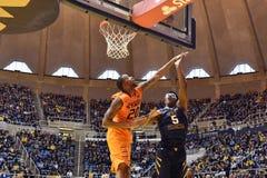 2015 baloncesto del NCAA - estado de WVU-Oklahoma Imágenes de archivo libres de regalías