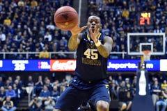 2015 baloncesto del NCAA - estado de WVU-Oklahoma Fotografía de archivo libre de regalías
