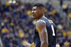 2015 baloncesto del NCAA - estado de WVU-Oklahoma Fotos de archivo