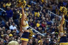 2015 baloncesto del NCAA - estado de WVU-Oklahoma Fotografía de archivo