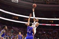 2014 baloncesto del NCAA - Kansas en el templo Imagenes de archivo