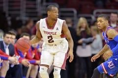 2014 baloncesto del NCAA - Kansas en el templo Imágenes de archivo libres de regalías