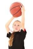 Baloncesto que lanza del niño bonito de la muchacha Fotografía de archivo
