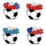 Balones de fútbol con los indicadores nacionales florales Imagenes de archivo