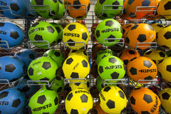 Balones de fútbol en almacén Fotografía de archivo libre de regalías