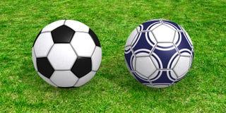 Balones de fútbol en hierba Imagenes de archivo