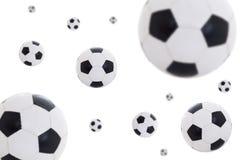 Balones de fútbol de cuero del vuelo aislados en blanco Imágenes de archivo libres de regalías