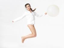 balonowa szczęśliwa odosobniona skokowa kobieta Obrazy Royalty Free