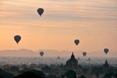 Balonowy wzrost nad bagan Birma Obrazy Royalty Free