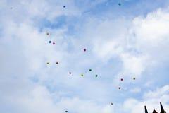 Balony na chmurnym niebie Obraz Stock