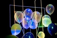Balony z pasek prowadzącym światłem na czarnym tle obraz royalty free
