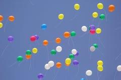 Baloon röd blå gul gräsplan 2 Arkivbild