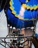 Baloon som är förberedd att flyga Arkivbilder