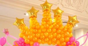 baloons生日快乐装饰拱道  股票视频