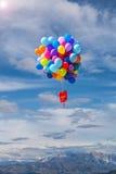 Baloons飞行在天空中 免版税库存照片