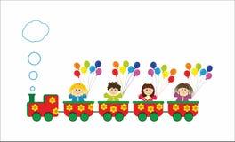 火车的孩子有五颜六色的彩虹baloons的 免版税库存图片