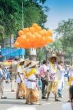 Baloons de Colourul sous le ciel bleu Images stock