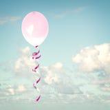 Baloons roses dans le ciel Photo libre de droits