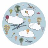 Baloons tirés par la main d'air chaud volant dans le ciel bleu Photographie stock libre de droits