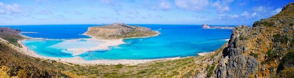 Balos克利特的盐水湖和格拉姆武萨群岛海岛惊人的全景  免版税库存图片