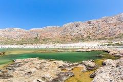 Balos海湾。从Gramvousa海岛,克利特的看法在Greece.Magical绿松石水域,盐水湖,纯净的白色沙子海滩中。 库存图片