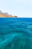 Balos海滩。从格拉姆武萨群岛海岛,克利特的看法在Greece.Magical绿松石水域,盐水湖,海滩中 免版税图库摄影