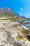 Balos海滩。从格拉姆武萨群岛海岛,克利特的看法在Greece.Magical绿松石水域,盐水湖,海滩中 免版税库存照片