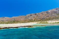 Balos海滩。从格拉姆武萨群岛海岛,克利特的看法在Greece.Magical绿松石水域,盐水湖, beache中 免版税库存照片