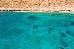 Balos海滩。从格拉姆武萨群岛海岛,克利特的看法在Greece.Magical绿松石水域,盐水湖, beache中 库存图片