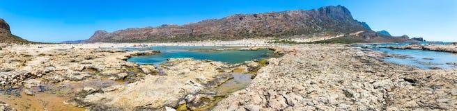 Balos海滩全景。从格拉姆武萨群岛海岛,克利特的看法在Greece.Magical绿松石水域,盐水湖,海滩中 图库摄影