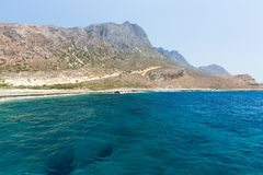 Balos海滩 从Gramvousa海岛,克利特的看法在Greece.Magical绿松石水域,盐水湖,纯净的白色沙子海滩中 不可思议的绿松石水,盐水湖,海滩 库存图片