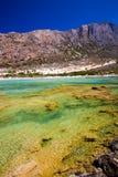 Balos海滩 从Gramvousa海岛,克利特的看法在Greece.Magical绿松石水域,盐水湖,纯净的白色沙子海滩中 不可思议的绿松石浇灌,盐水湖,纯净的白色沙子海滩 免版税库存照片