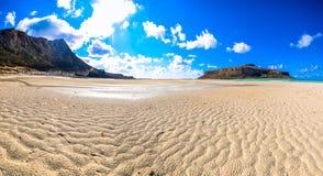 Balos盐水湖惊人的看法用不可思议的绿松石水,盐水湖,热带海滩纯净的白色沙子和格拉姆武萨群岛海岛 库存照片