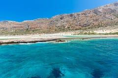 Balos strand. Sikten från den Gramvousa ön, Kreta i Greece.Magical-turkosvatten, lagun, sätter på land Arkivfoto
