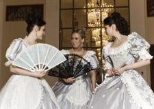 balowe togi młodej trzy kobiety zdjęcia royalty free
