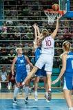 balowej koszykówki latający gemowy obręcz Zdjęcie Stock
