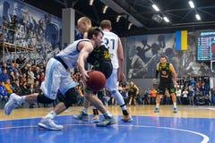 balowej koszykówki latający gemowy obręcz Obrazy Royalty Free