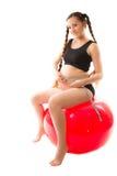 balowej sprawności fizycznej zdrowa ciężarna siedząca kobieta Fotografia Stock