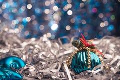 balowi błękitny boże narodzenia odizolowywali biel Zdjęcia Royalty Free