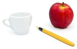 Balowy pióro, filiżanka, jabłko odizolowywający Obrazy Royalty Free