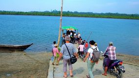 Balsa ao recurso de Chaung Tha, Myanmar video estoque