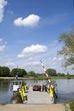 A balsa Bronckhorster está pronta para o cruzamento de rio Fotografia de Stock