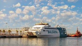 Balsa de Balearia do mar de Meditteranean em Mallorca imagens de stock royalty free