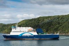 A balsa de Bluebridge sae do porto de Picton, Nova Zelândia Imagens de Stock