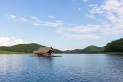 Balsa del flotador de Loei- 15 de noviembre en Huai Krathing con la gente no identificada en noviembre 15,2015 en Loei, Tailandia Imágenes de archivo libres de regalías