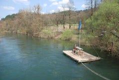 Balsa del río cerca de Planina imagen de archivo libre de regalías